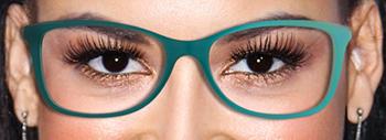 Des lunettes dans en bleu ou vert pour des yeux foncé et noir